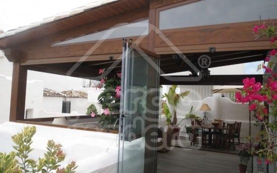 Pin porche acristalado on pinterest - Porches de madera y cristal ...