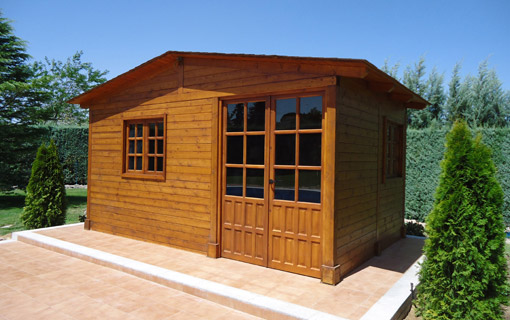 Porches y p rgolas pergomadera madrid for Caseta de madera para jardin
