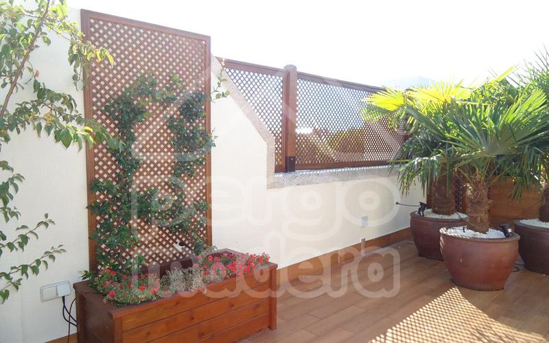 Celosias de madera celos a tico terraza y jard n - Revestir pared con madera ...