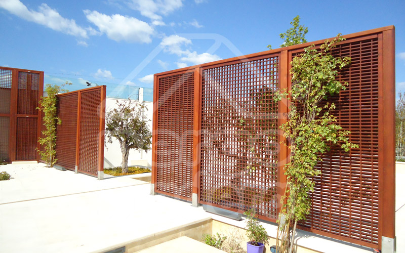 Celosias de madera madrid celos as para tico terraza y for Cierres de jardin