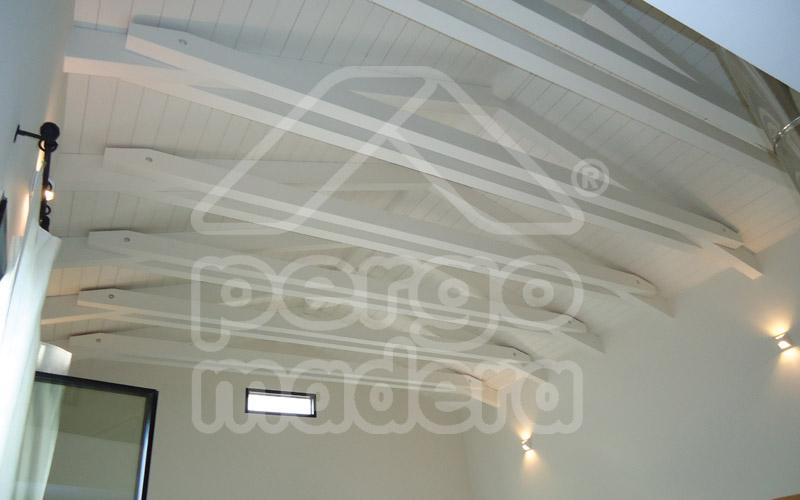 Cubiertas de madera y techos forrados de madera en madrid for Imagenes de tejados de madera