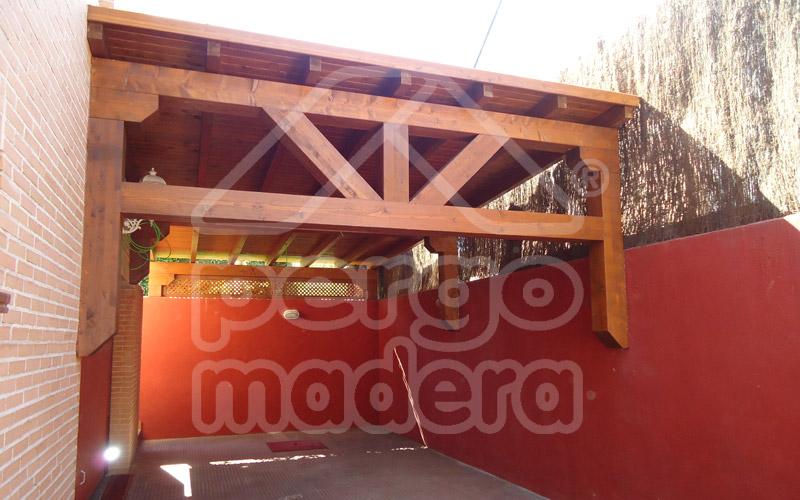 Garajes de madera madrid garaje de madera a medida for Carton para techos de madera