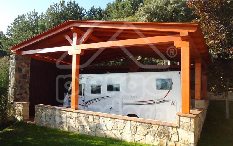 Garajes de madera madrid garaje de madera a medida for Imagenes de garajes rusticos