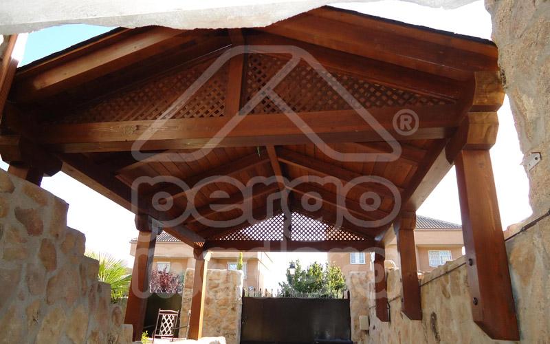 Garajes de madera madrid garaje de madera a medida for Techados para coches