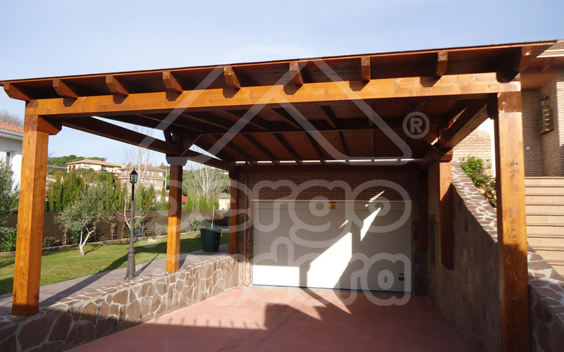 Garajes de madera madrid garaje de madera a medida for Cubiertas para garajes