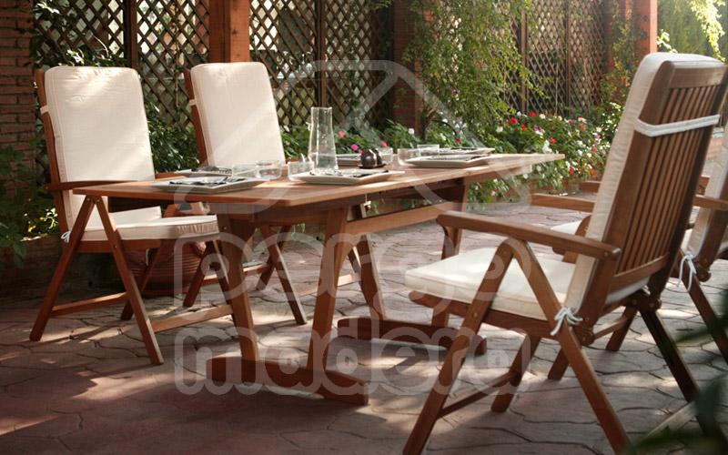 Muebles jard n mobiliario de exterior mesas y sillas en for Mobiliario madera jardin