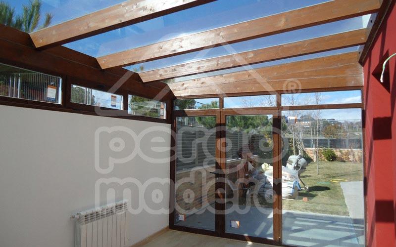 Pergolas acristaladas cerramiento de p rgola con cristal aluminio y pvc cubierta de cristal - Pergolas de madera en sevilla ...