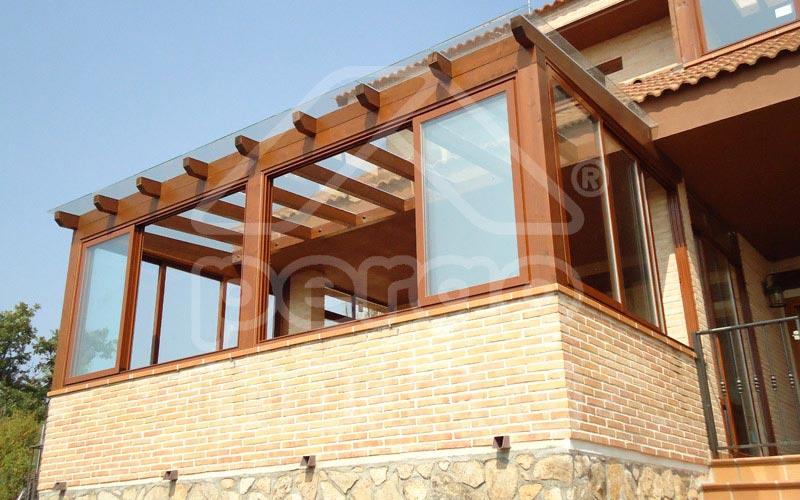 Pérgola de madera con cerramiento en terraza ático 3 m x 2,5 m