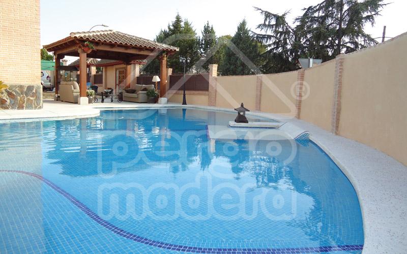 Piscinas con tarima de madera a medida montaje personalizado for Diseno de piscinas pdf