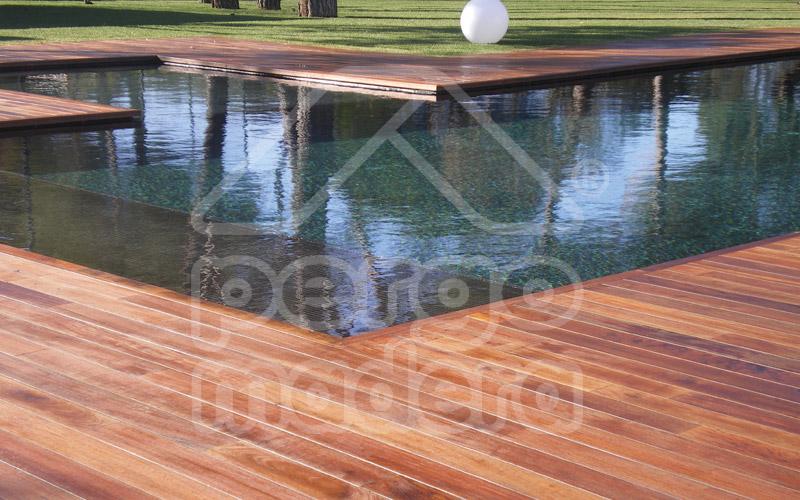 Piscinas con tarima de madera a medida montaje personalizado for Estructura de madera para piscina