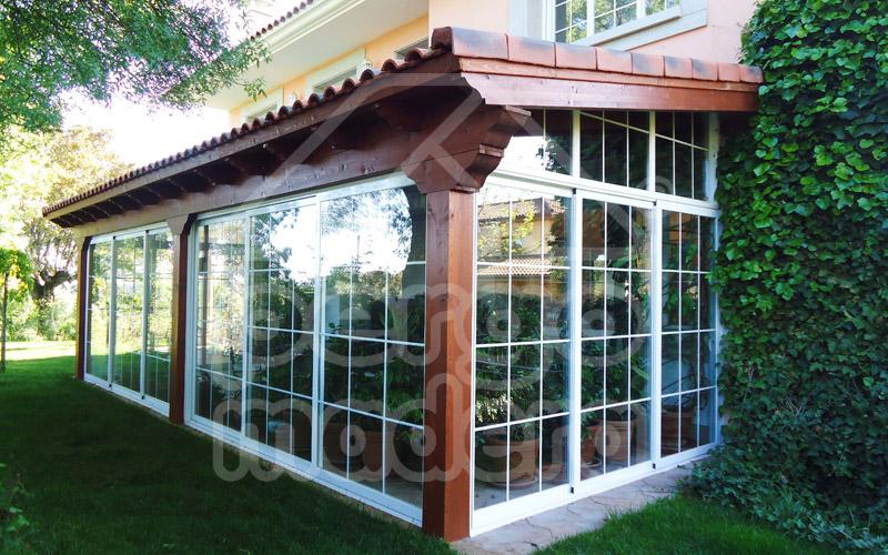 Cerramientos de porches acristalados cerramiento de - Porches de madera y cristal ...
