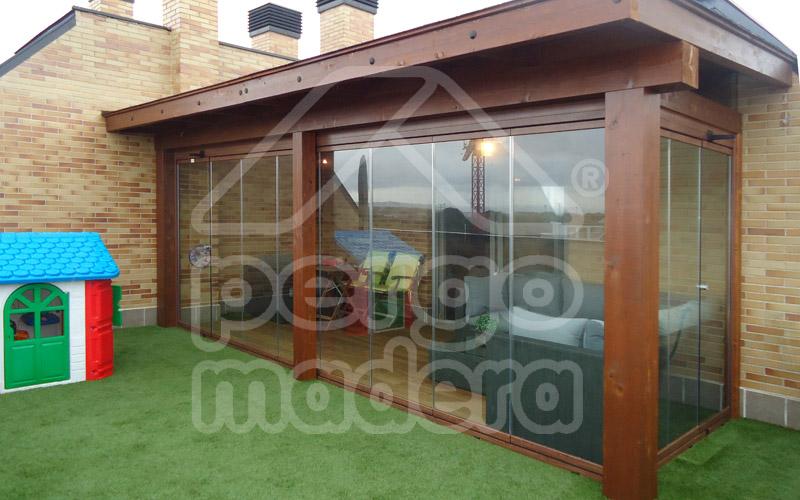 Cerramientos de porches acristalados madrid cerramiento for Cerramientos de jardines fotos