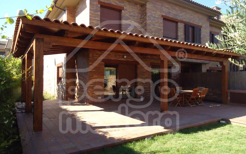 Instalaci n de teja cer mica en porches con cubierta de madera - Pergolas de madera fotos ...