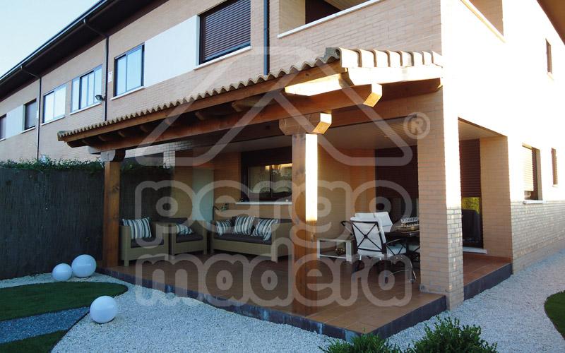 Porches r sticos de madera porche en madera cl sico - Pergolas y porches de madera ...