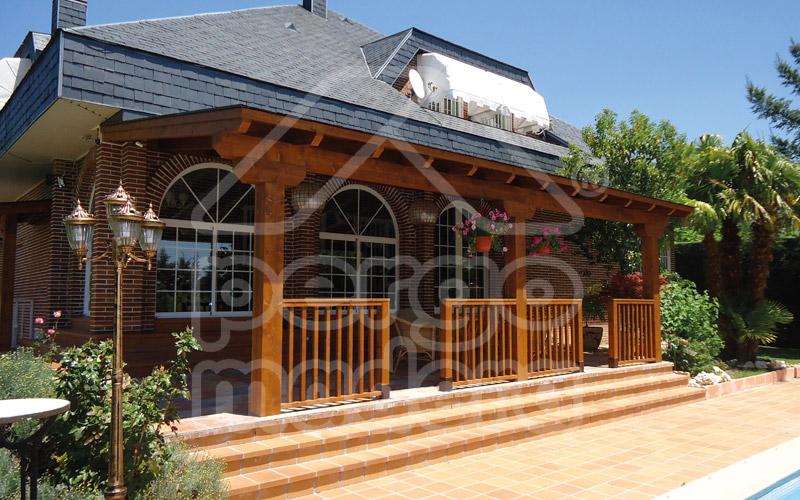 Porches r sticos de madera porche en madera cl sico - Porches de madera cerrados ...