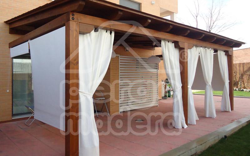 Instalaci n de tejas de t gola en porches con cubierta de - Construccion de porche de madera ...