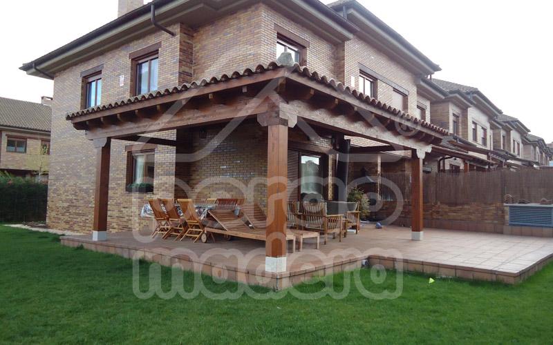 Construcci n de porches de madera exteriorismo e for Imagenes de porches de casas