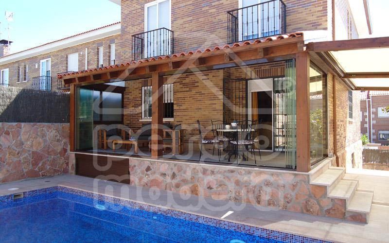 Related pictures fotos de casa de madera con teja casas for Imagenes de porches de casas