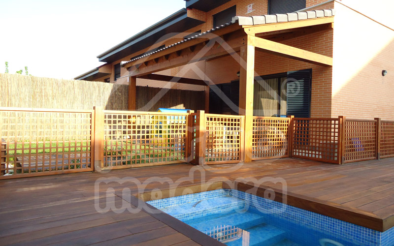 Vallas de madera barandillas de madera para jard n y piscina - Fotos pergolas de madera ...